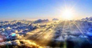 Sol brillando para placas solares calefaccion